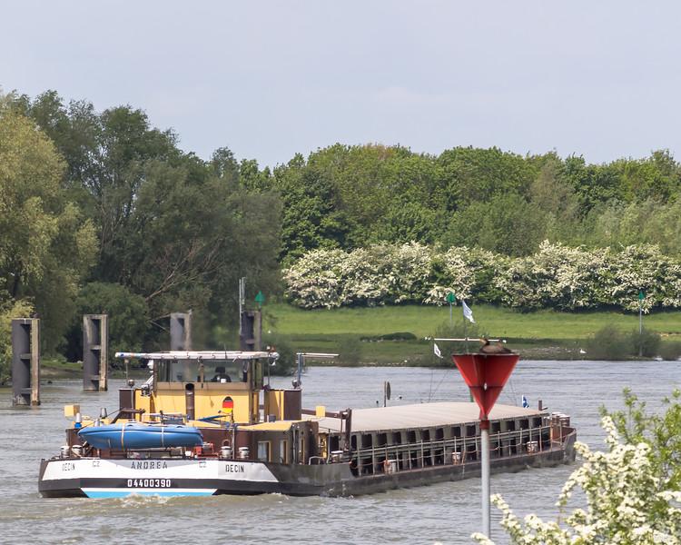 "Andrea, vrachtschip 04400390 <a href=""https://www.binnenvaart.eu/motorvrachtschip/33310-onbekend.html"" target=""_blank"">info</a>"