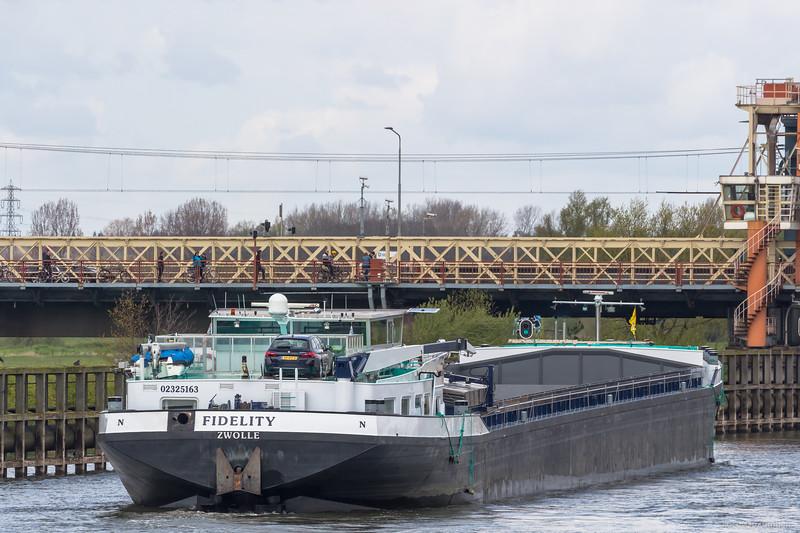 """Fidelity, vrachtschip 02325163 <a href=""""https://www.binnenvaart.eu/motorvrachtschip/11368-helena-geertje.html"""" target=""""_blank"""">info</a>"""