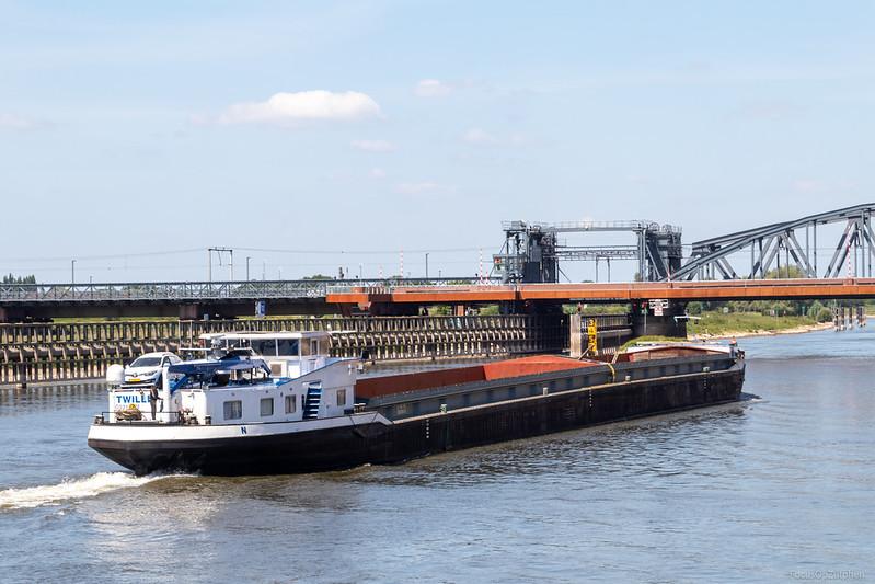 """Twillis, motorvrachtschip 03310474 <a href=""""http://www.binnenvaart.eu/motortankschip/15738-intertank-i.html"""" target=""""_blank"""">info</a>"""