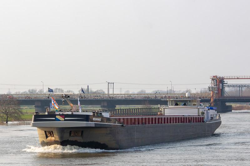 "Reminke, vrachtschip 02325931 <a href=""https://www.binnenvaart.eu/motorvrachtschip/2772-arie-jacob.html"" target=""_blank"">info</a>"