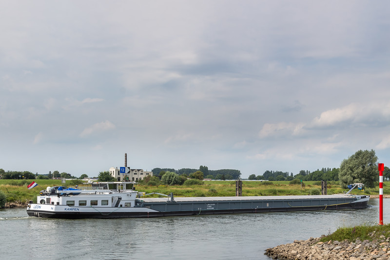 "Leon, vrachtschip 02333386 <a href=""https://www.binnenvaart.eu/motorvrachtschip/7739-leon.html"" target=""blank"">info</a>"