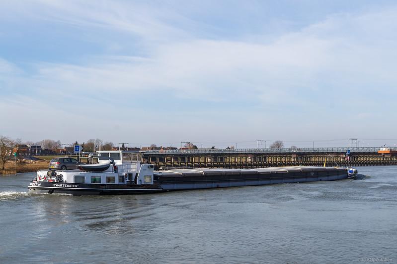 "Zwartewater. vrachtschip 03310536 <a href=""https://www.binnenvaart.eu/motorvrachtschip/17697-cornelis-jegen.html"" target=""blank"">info</a>"