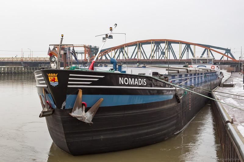 """Nomadis, vrachtschip 02205586 <a href=""""https://www.binnenvaart.eu/onbekend/3076-engelina.html"""" target=""""_blank"""">info</a>"""