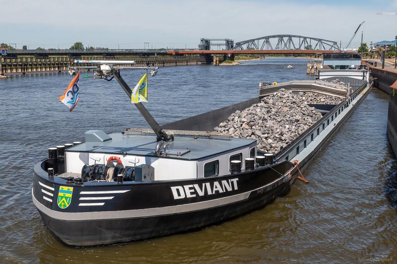 """Deviant, vrachtschip 02325951 <a href=""""https://www.binnenvaart.eu/motorvrachtschip/4833-deo-confidentes.html"""" target=""""_blank"""">info</a>"""