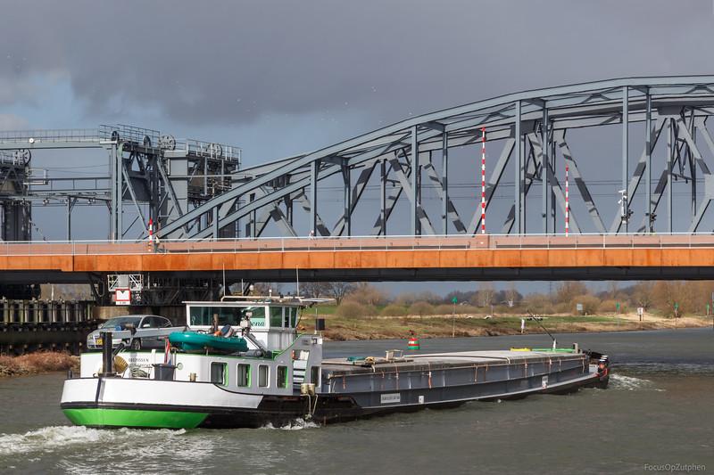 """Dena, vrachtschip 03170553 <a href=""""https://www.binnenvaart.eu/motorvrachtschip/10526-tom.html"""" target=""""blank"""">info</a>"""
