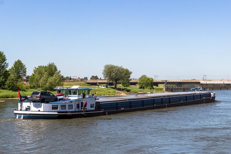"""Nivoma, vrachtschip 02314749 <a href=""""https://www.binnenvaart.eu/onbekend/20115-st-antonius.html"""" target=""""blank"""">info</a>"""