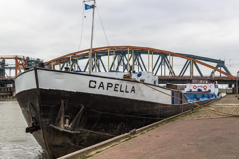 "Capella, vrachtschip 02318787 <a href=""https://www.binnenvaart.eu/onbekend/2063-capella.html"" target=""blank"">info</a>"