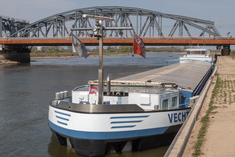 """Vecht, vrachtschip 02324805 <a href=""""https://www.binnenvaart.eu/motorvrachtschip/4926-vecht.html"""" target=""""_blank"""">info</a>"""