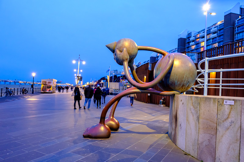 The Crying Giant at dusk. Scheveningen.