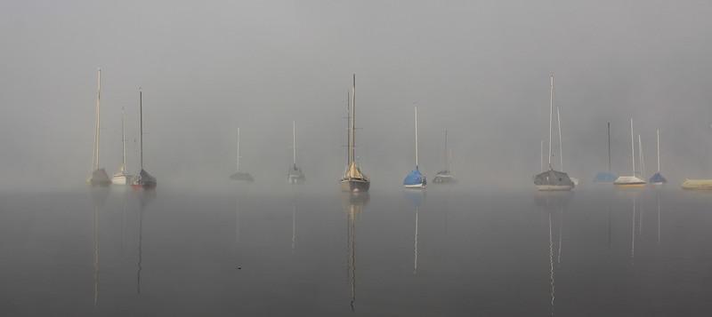Nebelumhülte Boote