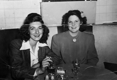 Beulah Robbins on the right. Don't know the person on the left.