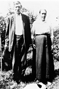 I believe this is James M. Robbins and Lucy Lodena Eads Robbins, Beulah Milhoan's grandparents (and my great-great grandparents.)