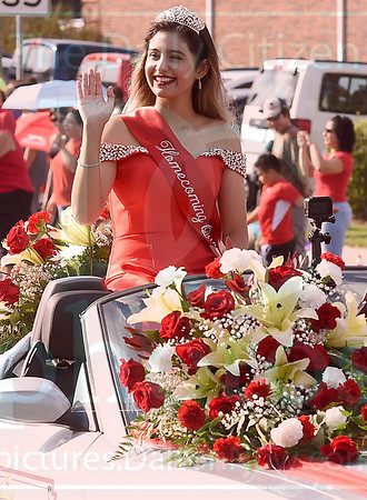 Matt Hamilton/Daily Citizen-News<br /> Homecoming queen Jewel Tamayo waves to the crowds gathered to watch the Dalton High School homecoming parade on Friday.