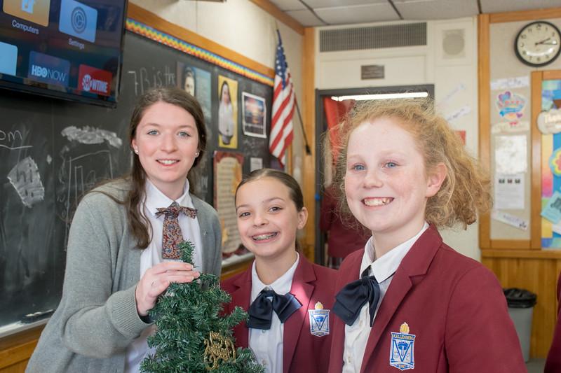 20191203 - Christmas Decorating - 071
