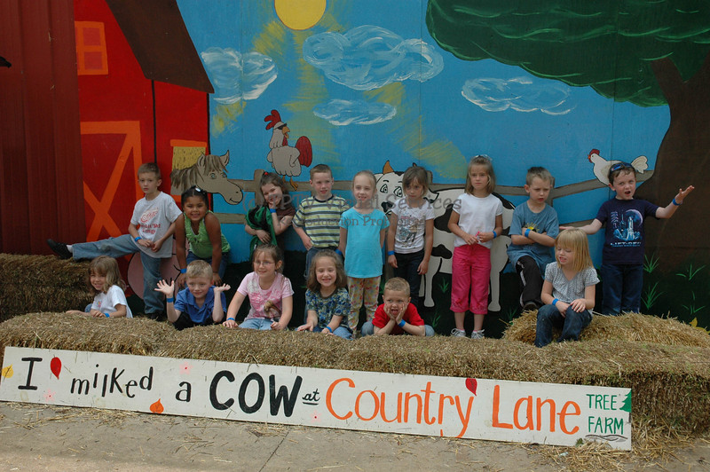 2008 St. John's Kindergarten visits Bowlander Farm