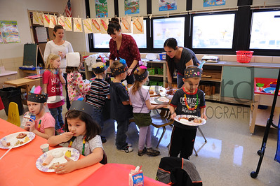 11-18-16 Thanksgiving in Mrs  Steiner's class (Class of 2030)-23