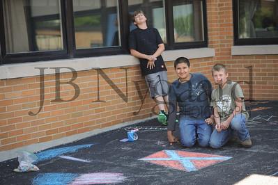 5-24-16 5th grade sidewalk chalk (Class of '23 - Erik's class)-12