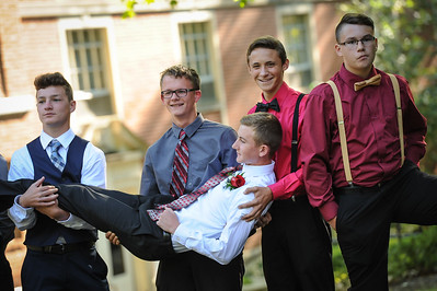 9-29-18 Bluffton HS Homecoming - Eden Nygaard and friends - 10th grade (Class of 2021)-5