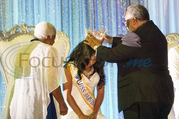 JCC President Lester Newman and his wife, Gloria Newman, crown Chartaveou Graggs as Miss Jarvis Christian College 2019-2020.