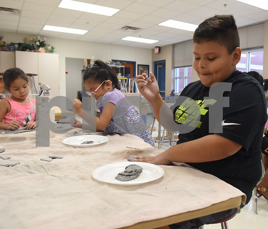 Teacher George Brigman instructs kindergarteners on how to make clay turkeys during his art class at Bonner Elementary School to celebrate Thanksgiving Thursday Nov. 17, 2016.  (Sarah A. Miller/Tyler Morning Telegraph)