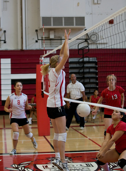 08 27 08-Girls-Varsity-Volleyball-13