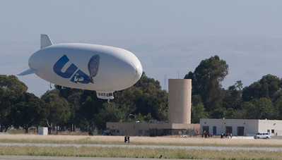 The Airship Ventures' Zeppelin airship Eureka.  It's coming in to land to exchange groups of passengers.
