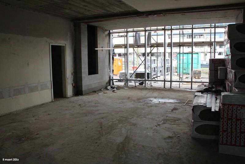 8 maart - De betonnen paal in het midden van het lokaal is inmiddels weggehaald zodat grootte van de lokalen goed zichtbaar is.