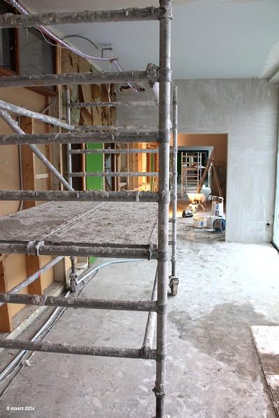 8 maart - Op verschillende plaatsen is begonnen met het stucwerk.