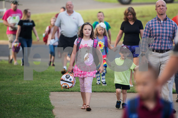 Parents drop off their students and school supplies to Stanton-Smith Elementary School in Whitehouse on the first day back to school from summer vacation Wednesday Aug. 16, 2017.   (Sarah A. Miller/Tyler Morning Telegraph)