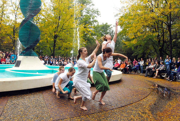 "AU dance students perform ""Helios Suite"" around the Helios statue."