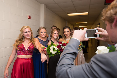 Riley Lacefield takes a picture of Cameron Huddleston, Melani Faulkner, Macey Farnam, and Amanda Norman.