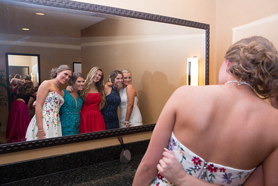 Madison Brown, Cassie Grooms, Karson Hartt, Emily L. Smith, and Brooke Roberts gather in front of the mirror at the Worthington.