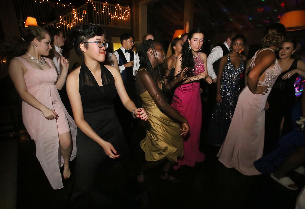 . Ayer-Shirley prom. (SUN/Julia Malakie)