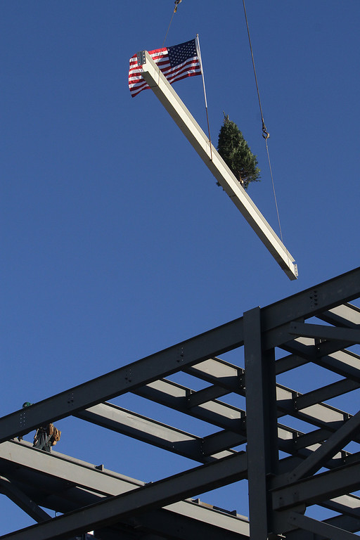 . Last beam is lifted into place at topping-off ceremony for the new Billerica Memorial High School.  (SUN/Julia Malakie)