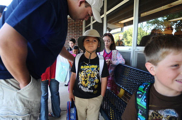 Davin Gomez, 7, center, gets encouragement from his father Tony, while standing outside his second-grade classroom at the first day of school at Crestview Elementary School on Thursday.<br /> Photo by Marty Caivano / The Camera / August 20, 2009