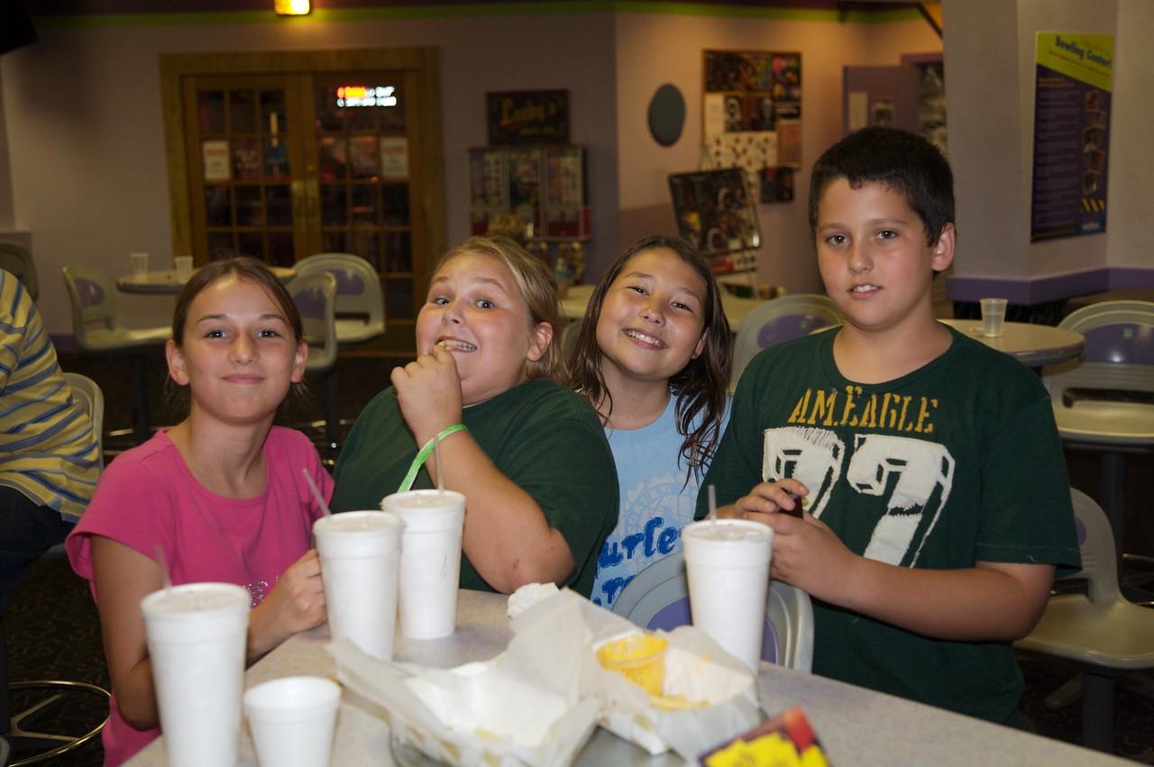 Bowling Lindsey, Casey, Lily, Ryan