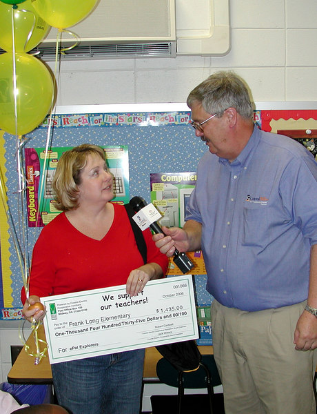 Frank Long Elementary School teacher Wanda Smith tells Coastal Electric CEO about her project Epal Explorers. Soon students will be communicating with students around the world.