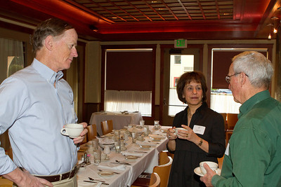 Dean Carol Folt greets DAASV alumni.