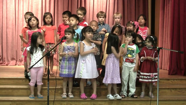 Chinese School of Delaware 2010 Commencement, 6/6/2010 Performance by Pre-K and Kindergarten  歌唱  指導老師:陳九華,鄒勳文,呂星儀老師