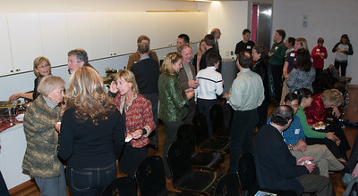 Dartmouth alumns immediately got some food and started networking, as they are wont to do.