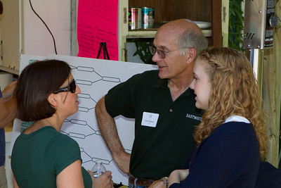 DED Linda Swenberg '89 and DCGSF President Dick Wenzel '71 compare pong strategies.