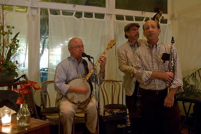 Scott Anthony '70 on banjo.