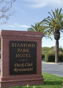 The DAASV fundraiser was held at the Stanford Park Hotel in Menlo Park.  Our sincerest thanks to Patrick Lane (General Manager) and Shelley Adler (Catering Manager) for their continued support of Bay Area alumni.  Thank you, again, Stanford Park Hotel for being our generous sponsor and host!