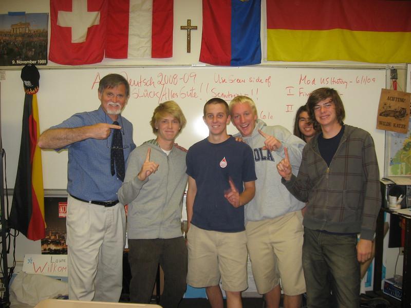 Die letzte AP Deutschstunde des Jahres 2009. Tolle Klasse--John T., Ryan C., Erik S., Taylor B. and Martin R. Left--AP Deutschlehrer Herr McClave, June 1, 2009. Gratuliere, Jungs!