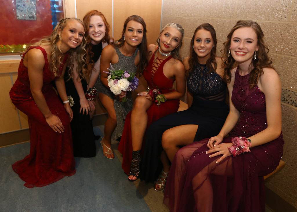 . Pre-prom procession at Dracut High School. From left, Alexis Gardner, Shauna Currie, Julia Tellier, Sarah Pickard, Noelle Beland and Megan Tyler. (SUN/Julia Malakie)