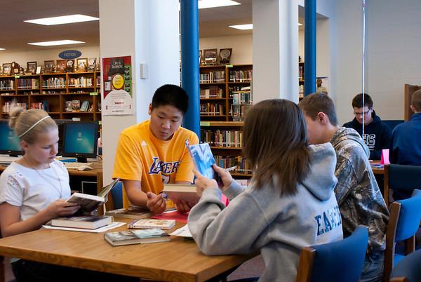 Freshmen speed date books