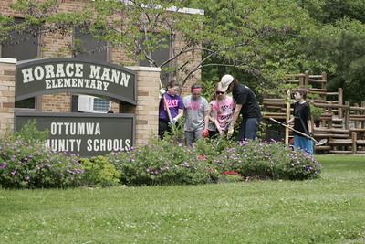 Horace Mann Elementary School 5th Grade Beautification Project 05222015