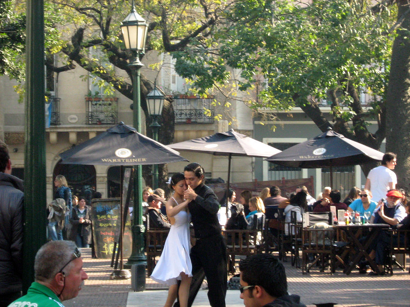 Dancers demo tango at San Telmo fair.