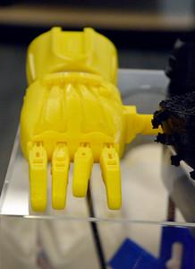 Prototype for a robotic hand with movable joints