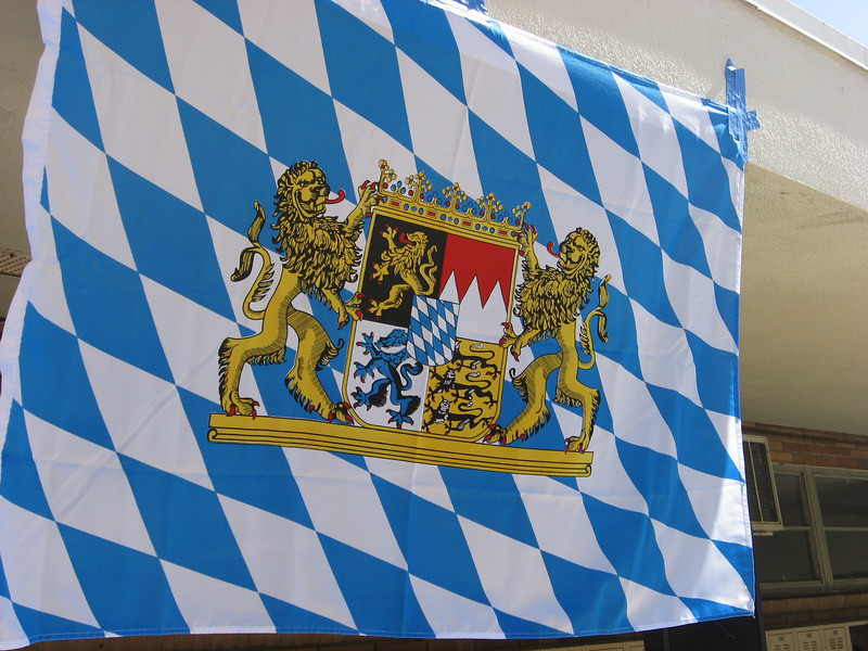 Bavarian flag flies proudly over the grill.